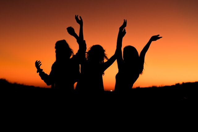 Quirky hen do ideas; a silhouette of a group of girls with the arms raised in the air